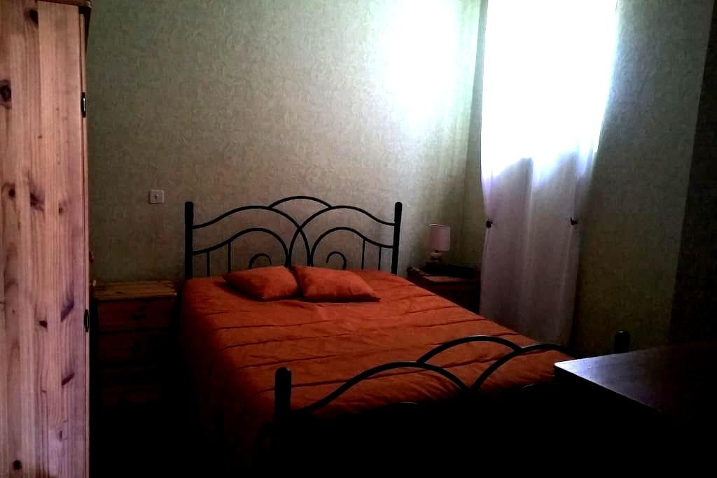F2 Maison de ville MONTMELIAN 73800 4 COUCHAGES - Montmélian - Apartamento