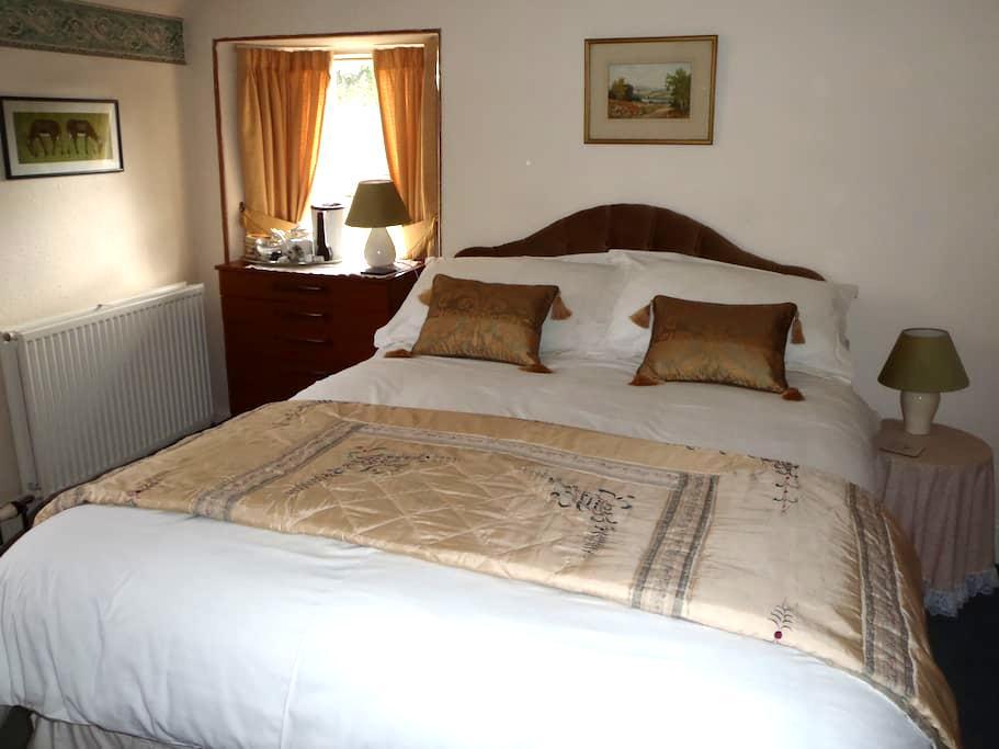 Inver Lodge, Strathpeffer - Strathpeffer - Bed & Breakfast