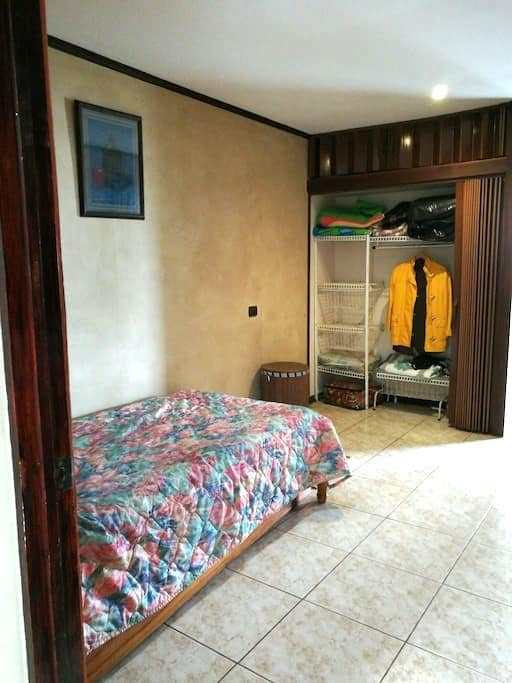 Private Room- 20min from Airport - Heredia - Haus