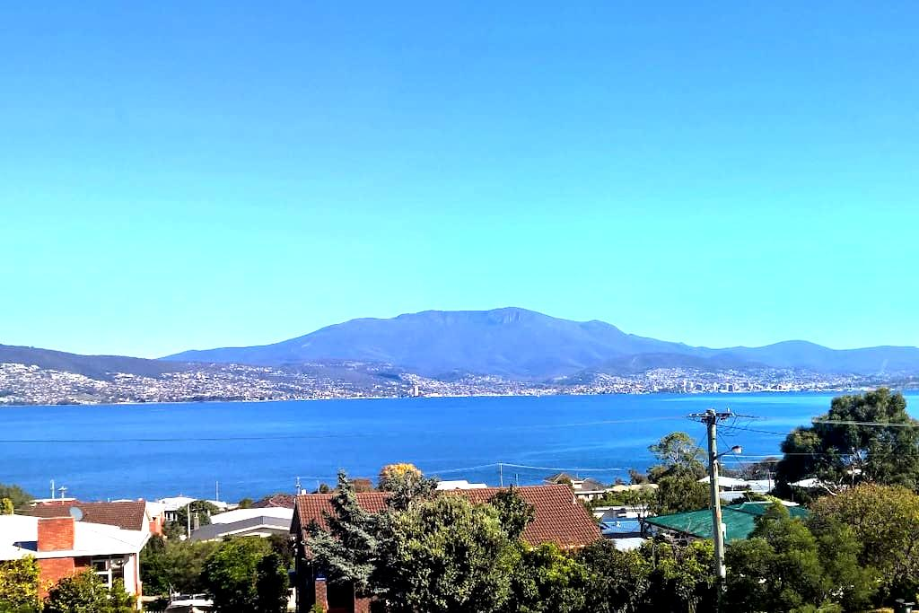 Stunning views of Hobart City - Howrah - House