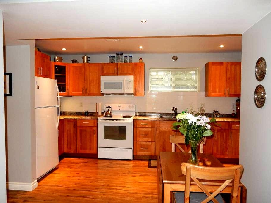 Cozy 2BD suite with patio & parking - Summerland - Hus