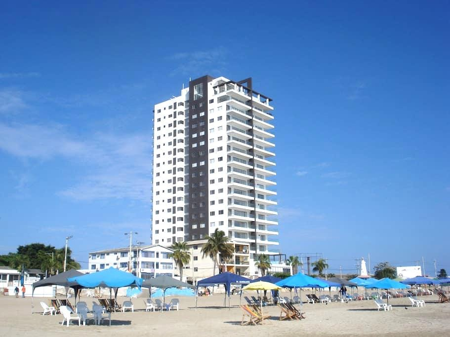 New luxury 3 BR condo on the beach - great views - Salinas - Appartement