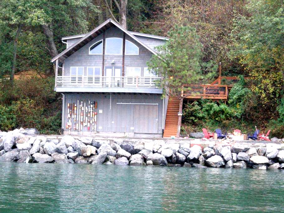 Ocean-Front House w/Private Beach! - Lummi Island