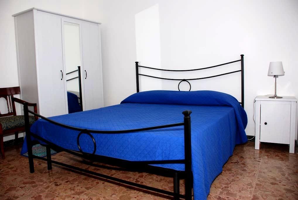 Camera privata in grande appartamento - Montorio - Hus