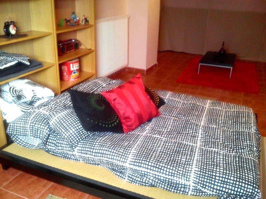se alquila habitacion con salon - alcala de henares - Talo