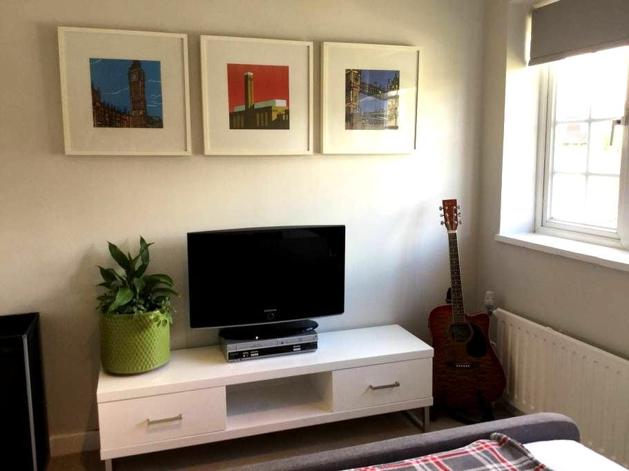 Lovely bright contemporary home - Thames Ditton - Ev