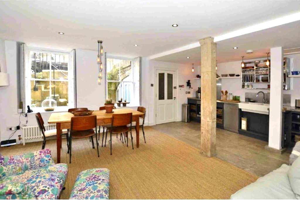 Stunning large 2-bed in Baths city centre. - Bath - Apartamento