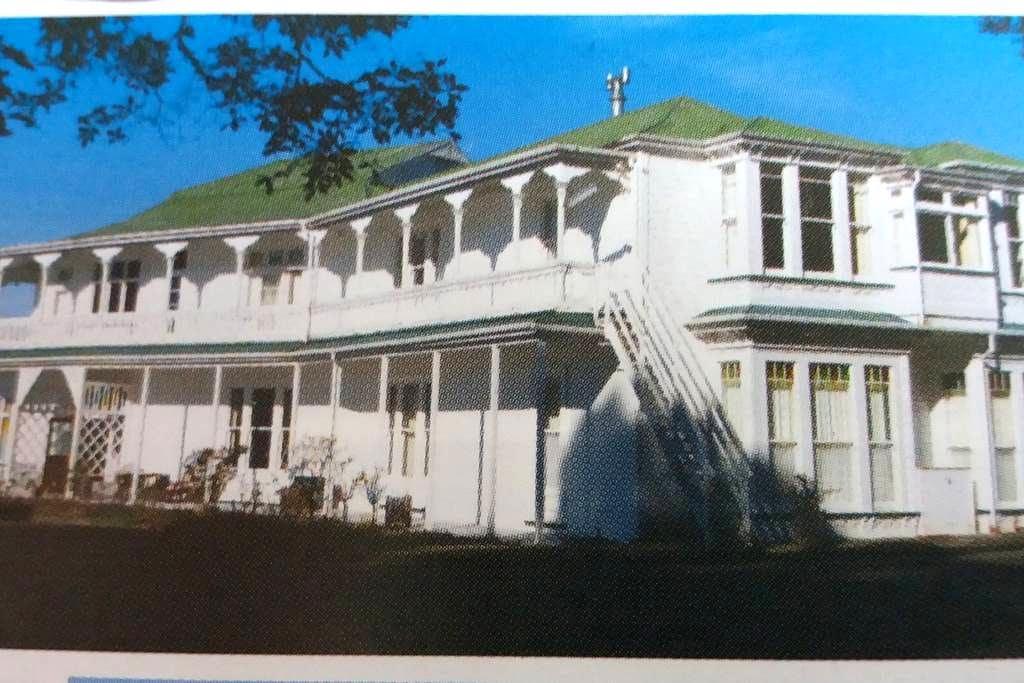 Single room in historic homestead - Featherston - Casa