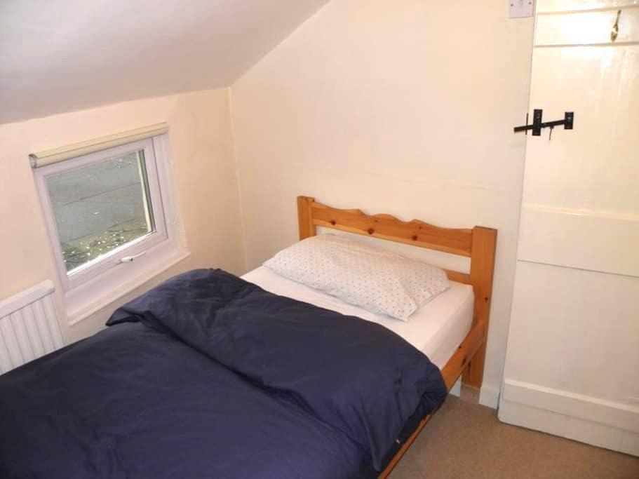 Áras GCC - Single Room Ensuite - Glencolumbkille - Bed & Breakfast
