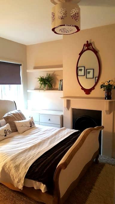 1 Bed Flat, Parking & Roof Terrace - Guildford - Daire