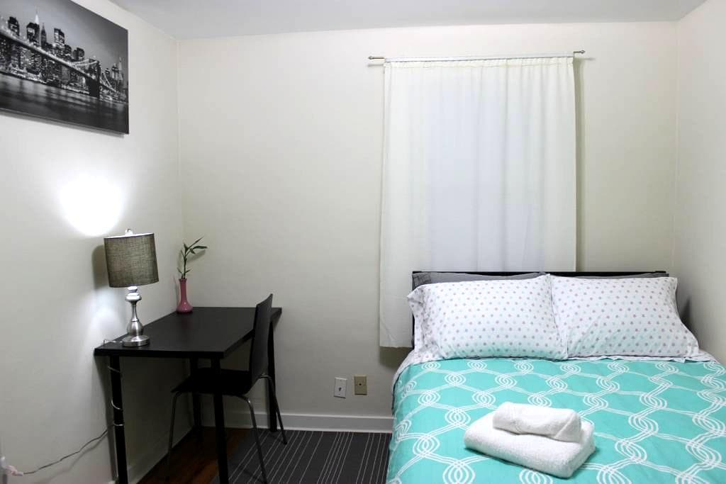 Private New York Room: Near Airport & Seattle (#2) - Burien