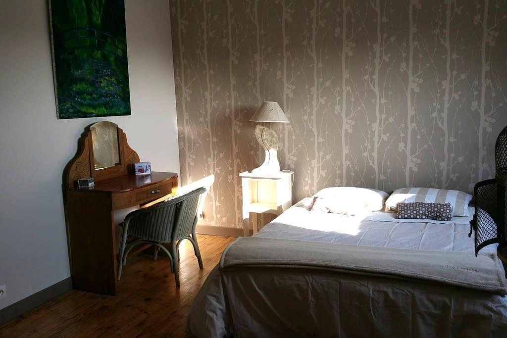 Chambre spacieuse avec salle d'eau privative. - Lorient - Casa