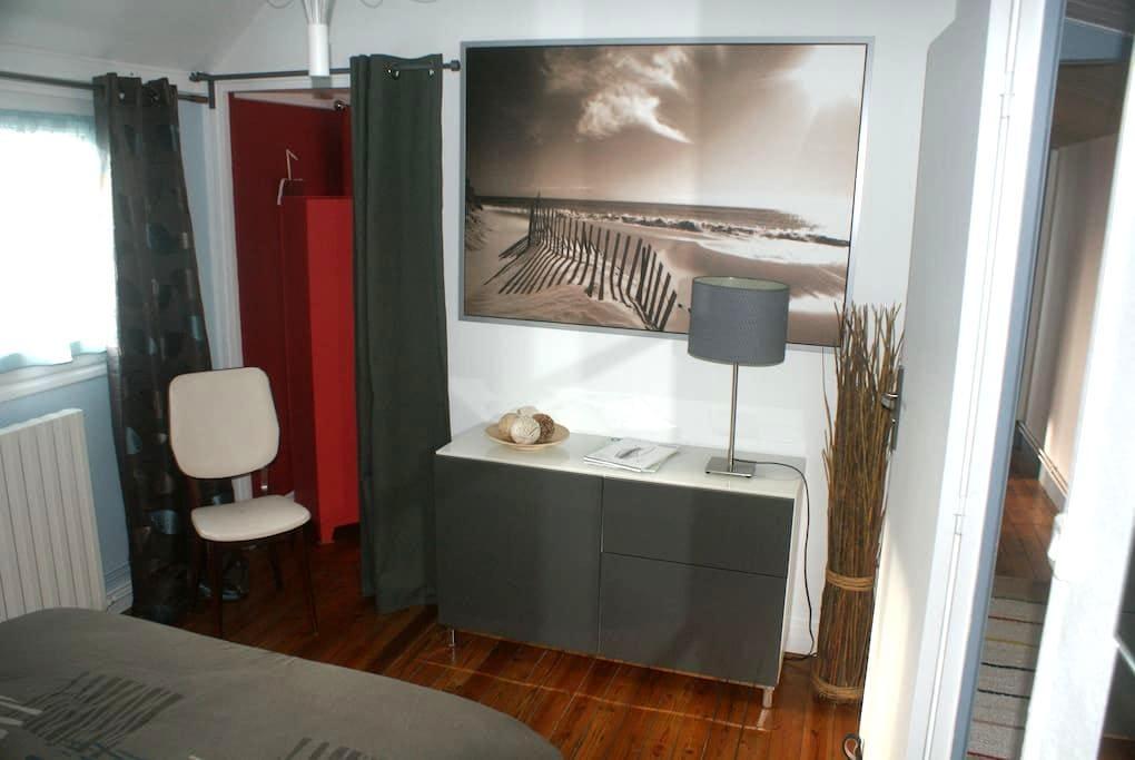Nice room in duplex near the hyper center - Rouen - Apartamento