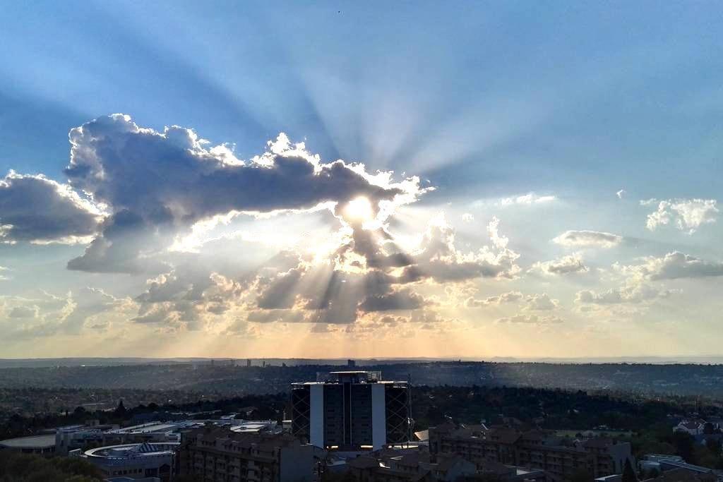 Modern Penthouse loft with sunsets & city lights - Sandton - Loft