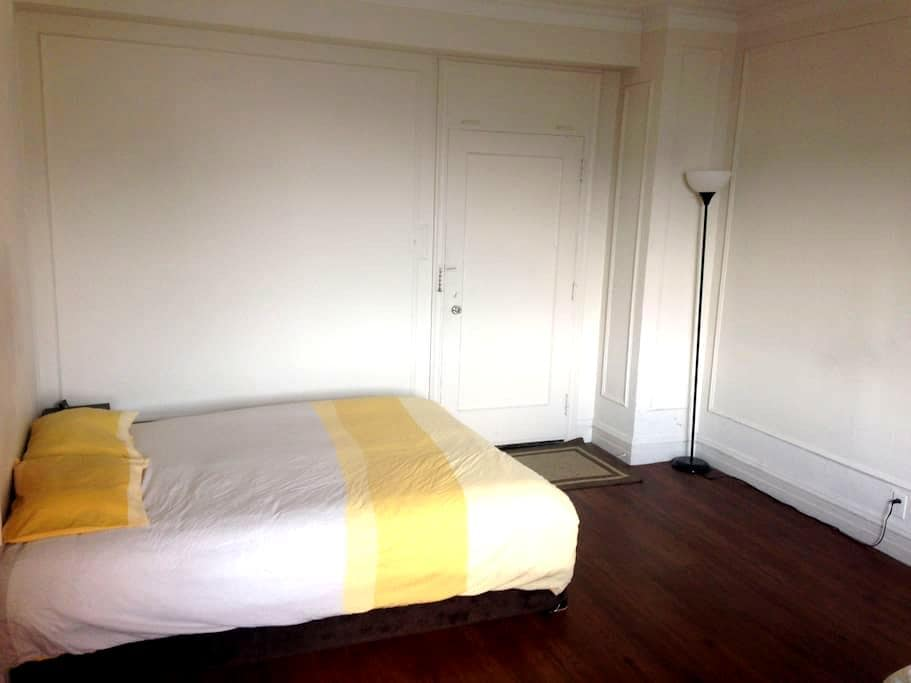 Studio with kitchen in central west end - St. Louis - Wohnung