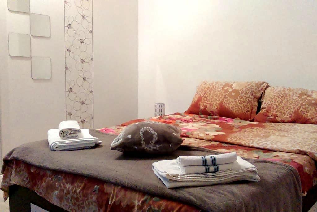 Green & Quiet Apartment, Good Links to Old Town - București - Apartamento