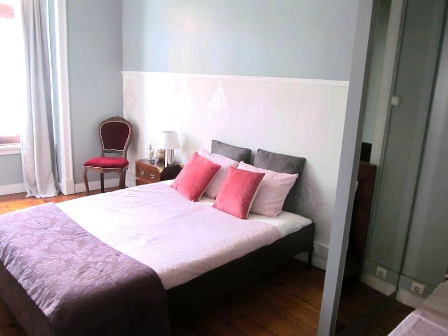 Casa Azul Hostel - Quarto Rosa - Sintra - Bed & Breakfast
