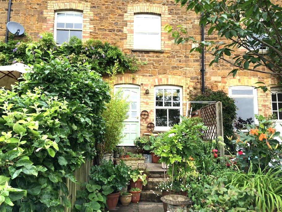 Number 4, Pleasant Terrace, Uppingham, Rutland - Uppingham - House