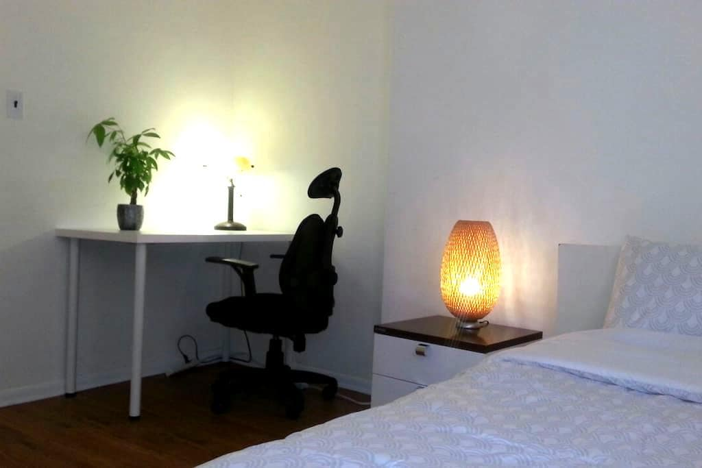single private room in quiet street - Commack - Hus