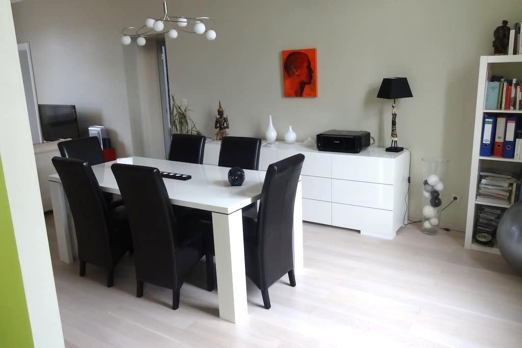 appartement de80 m² - Grâce-Hollogne - Departamento