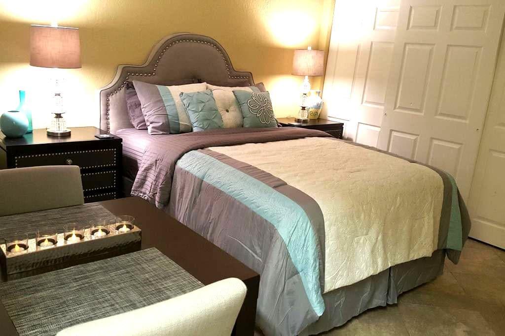 Private Designer Guest Suite w/Full Kitchen - Boca Raton - House
