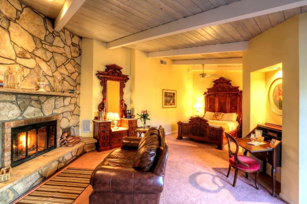 Creekside Inn: Victorian Suite - Sedona - Bed & Breakfast