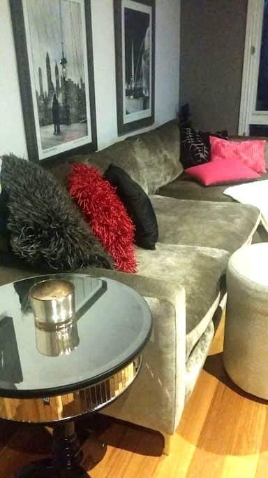 Luxury Bedroom& Bathroom - eaglemont  - Apartment