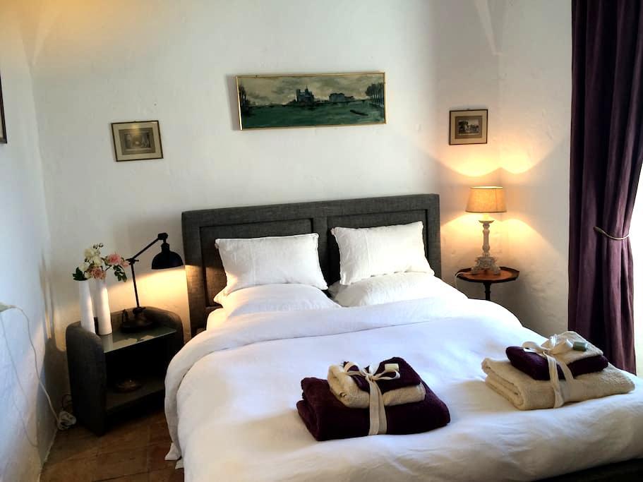 Chambre de charme 2 - Lumio - Bed & Breakfast