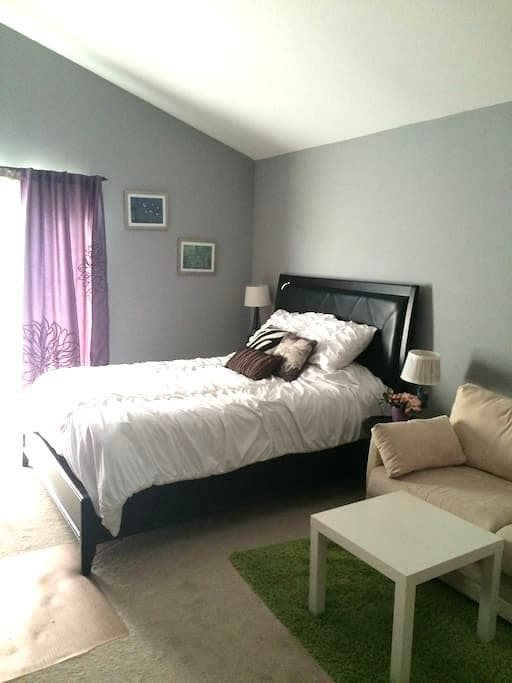 Comfy room with Queen size bed! - Placentia - Appartement