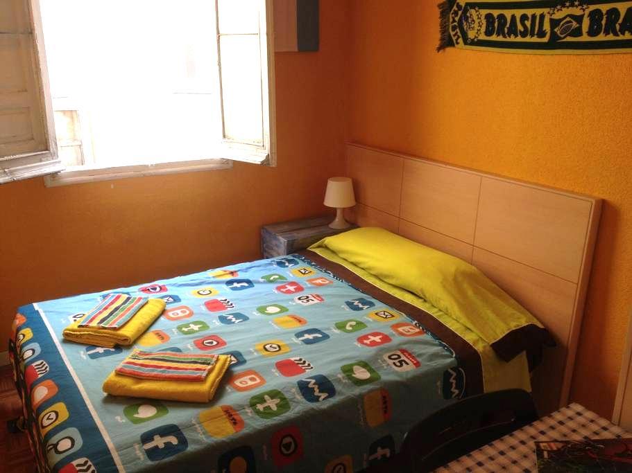 Habitación doble, tranquila con WIFI - Madrid