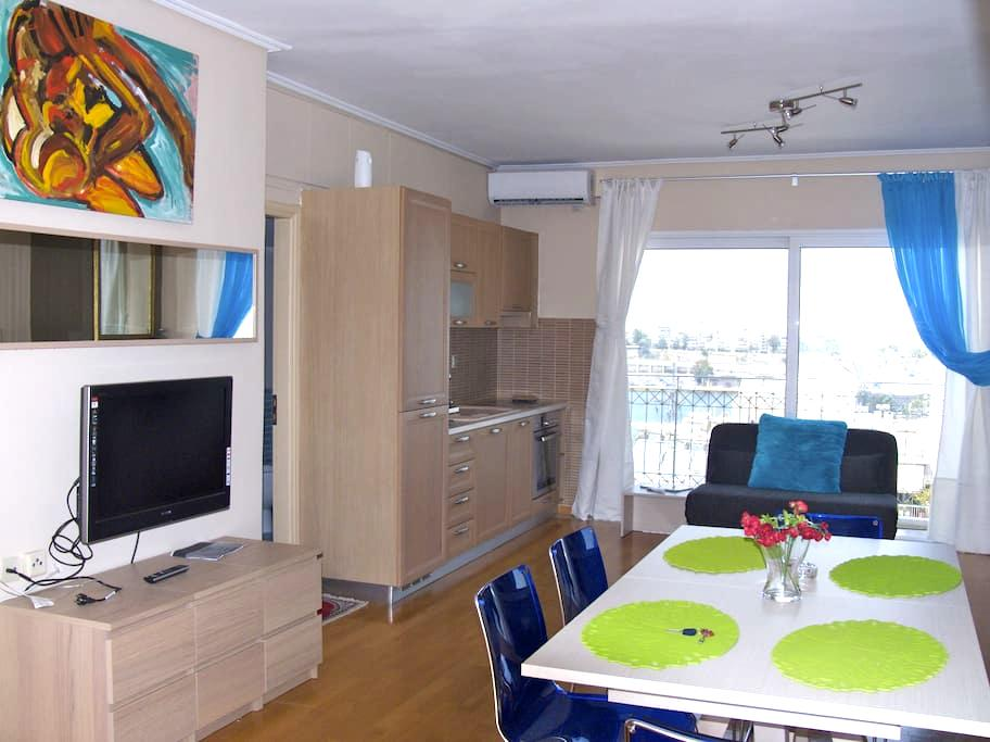 Luxury 2 Bdrm Apt with Sea View in Athens for 7ppl - Pireas - Apartment