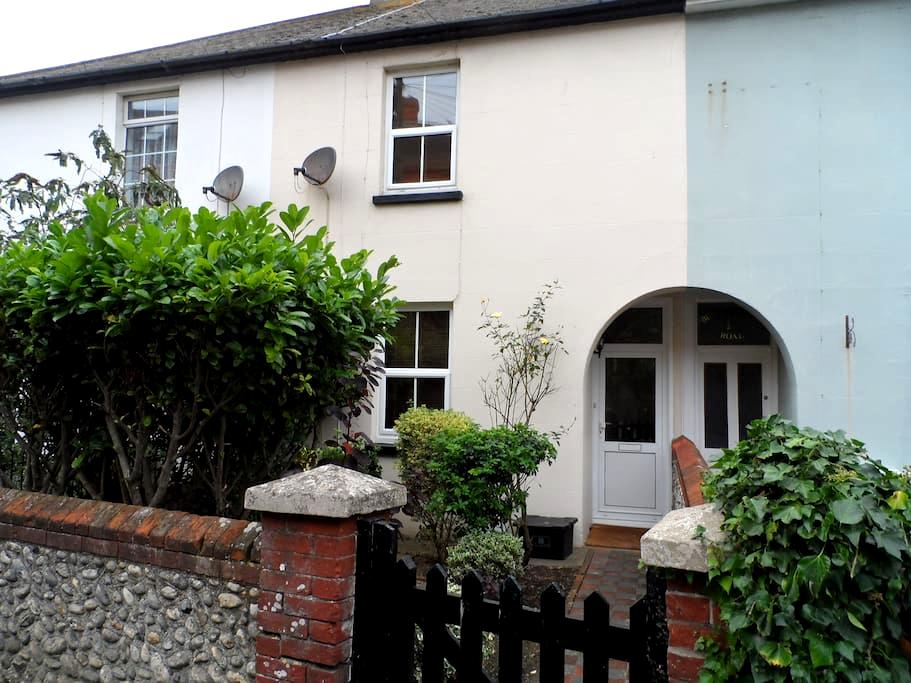 Old Stream House - 2 Bed Character Town Cottage - Seaford - Haus