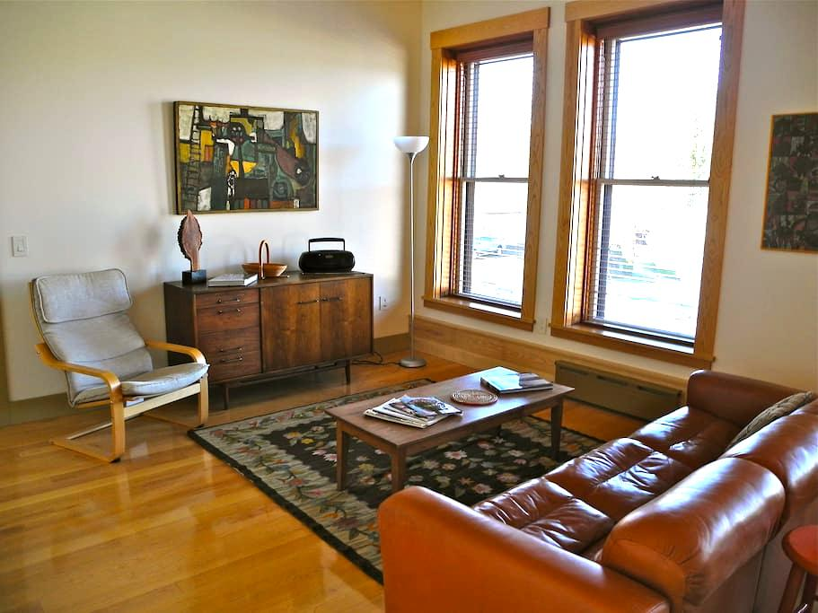 Vacation Rental/Historic Bldg - 2nd Floor - Hardwick - Lejlighed