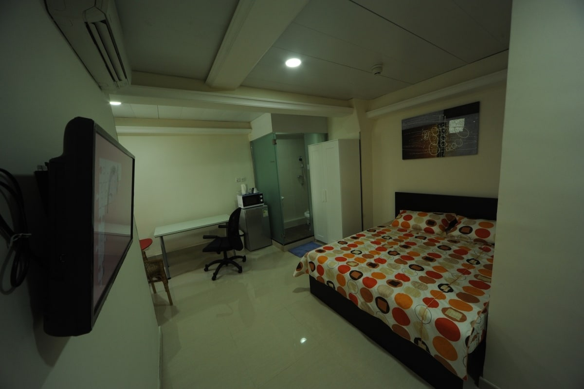 Deluxe Inn is a fully licensed guesthouse with fou