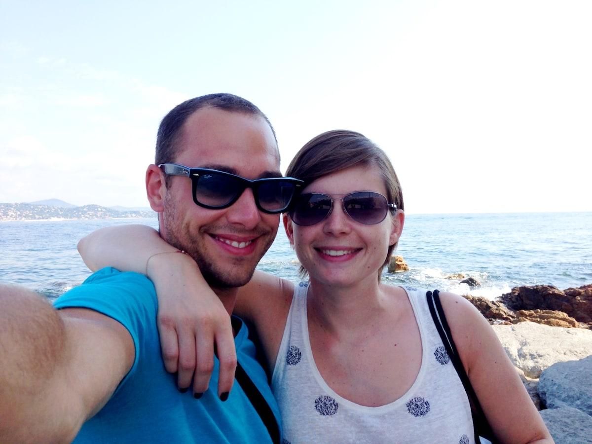 Jeune Couple offre la possibilité de venir passer