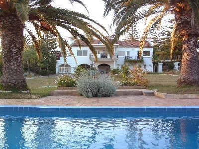 I am English and have been living in the Algarve,