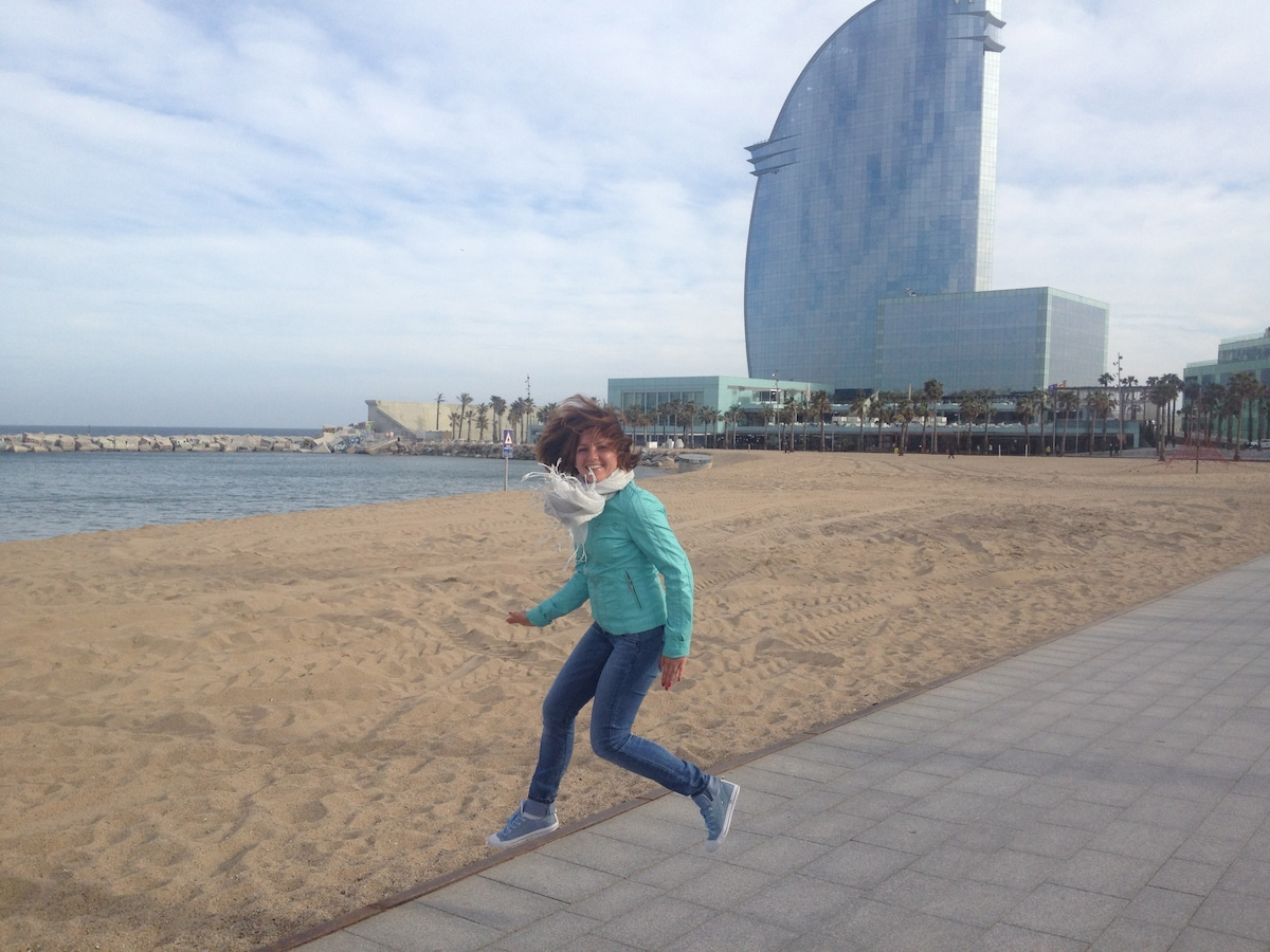 hi! we are Lina and Marina,  living in Barcelona f