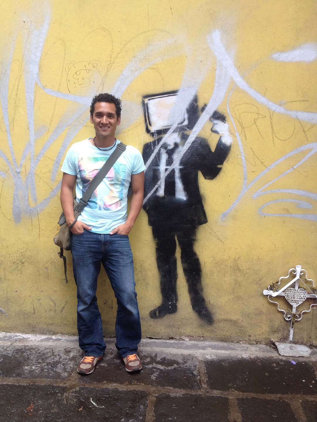 Hi! My name is Victor. I am an avid traveler that