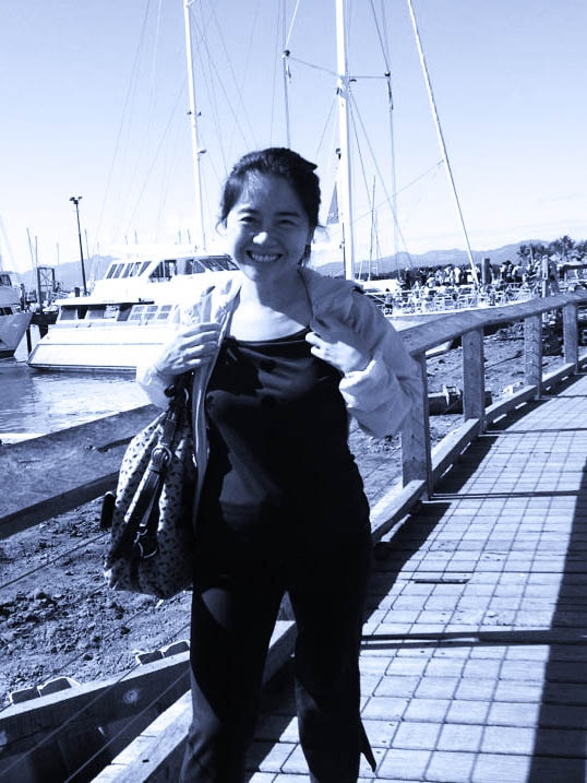I am a two-kids mother. I lived and worked in Hong