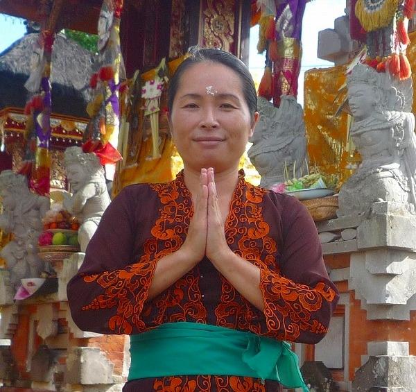 バリ人の夫と子供と夫の実家で暮らしている、日本人女性です。 日本語、インドネシア語、少々の英語でお