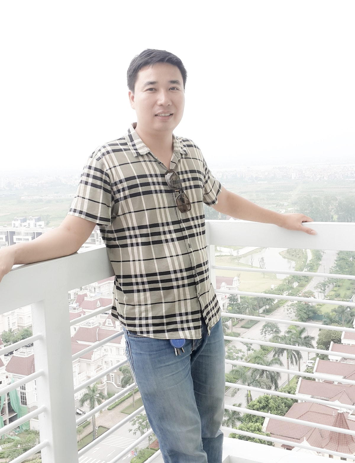 I'm Nam. I'm 36 year old. I'm living in Hanoi, Vie