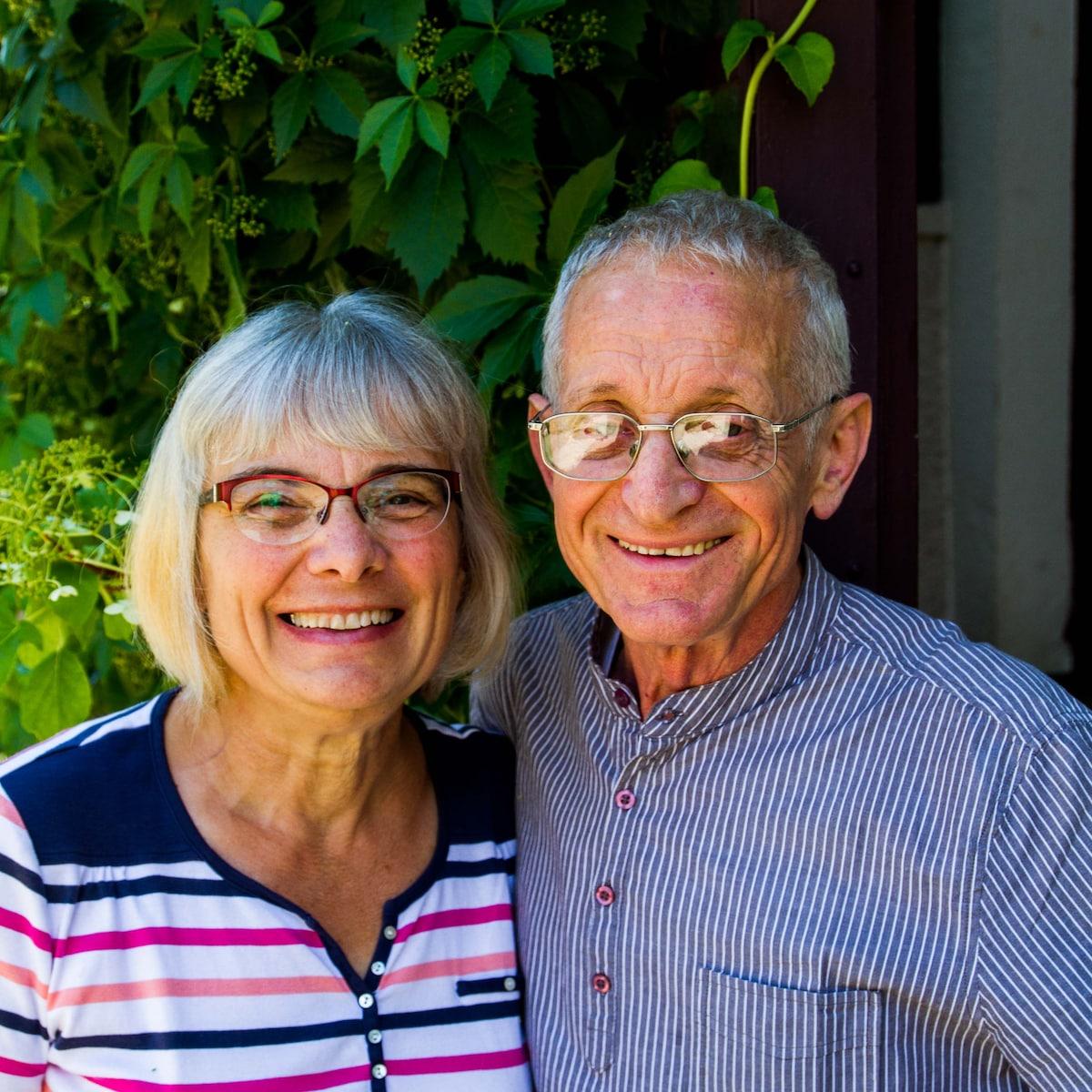 Couple de retraités aimant faire connaître toutes