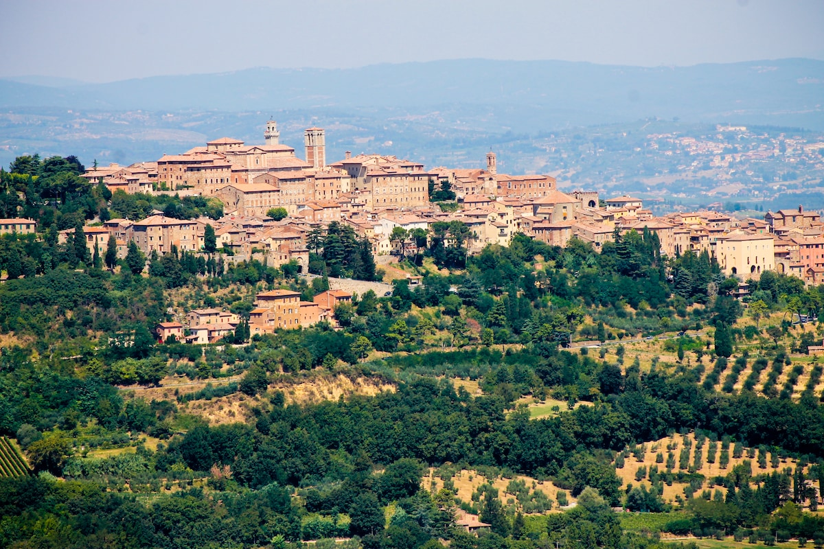 Ave from Montepulciano