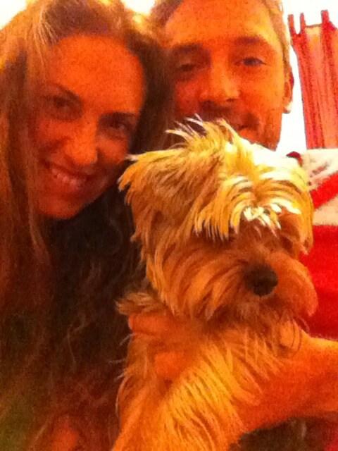 Somos una pareja con un perrito pequeño encantados
