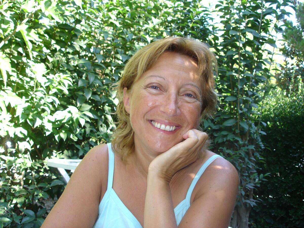 Yolande From Saint-Étienne, France