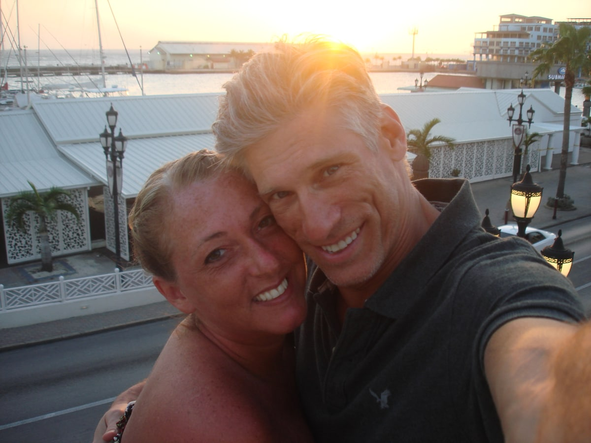 We are a Canadian couple who love Aruba and want t
