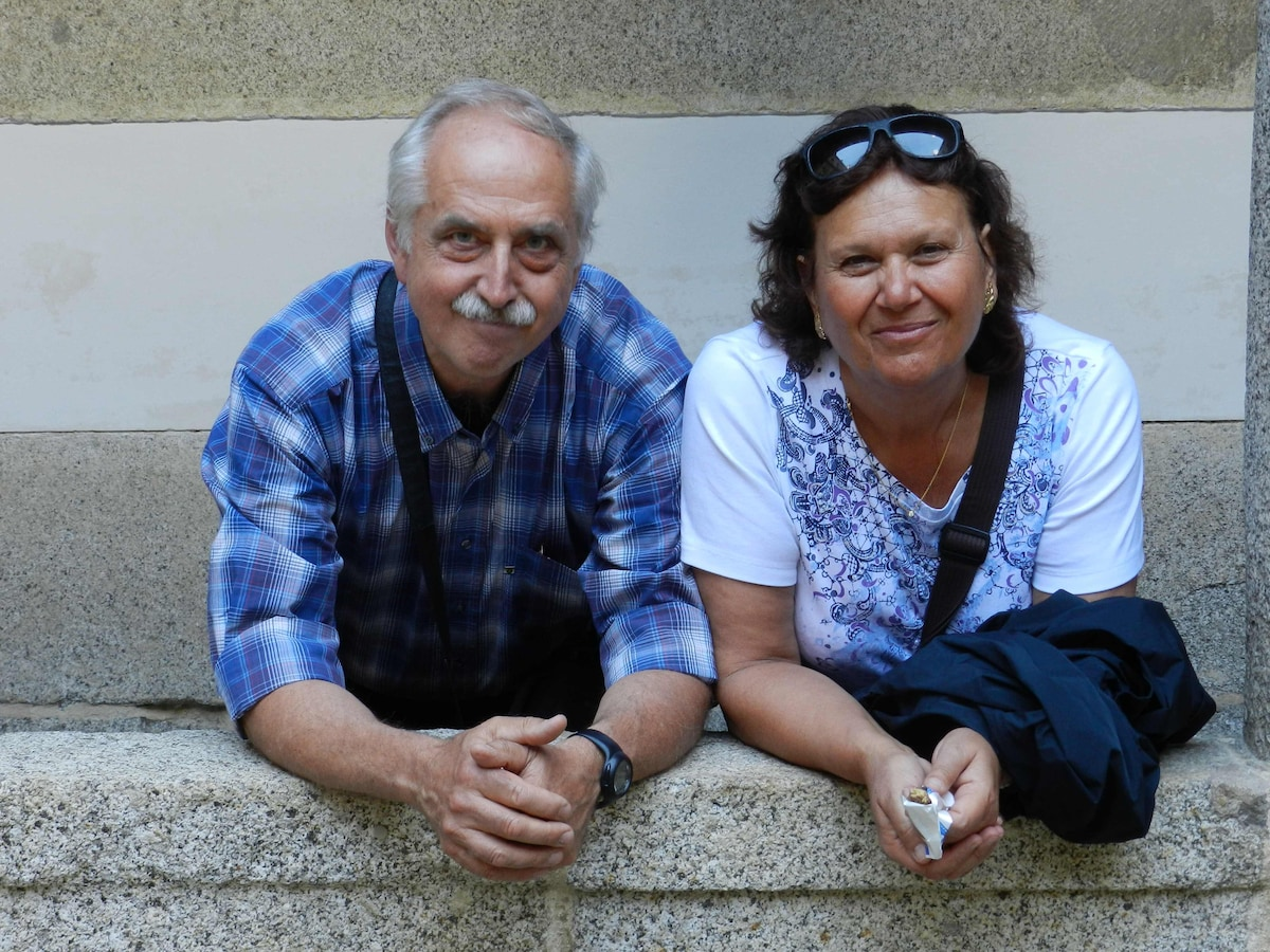 Mia moglie (Daniela) ed io siamo due pensionati ro