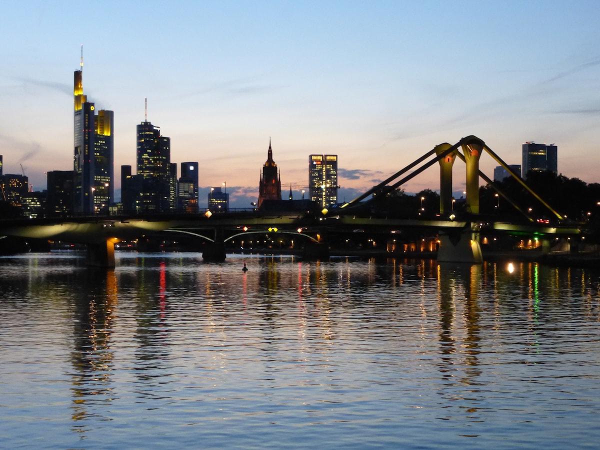 Ich komme aus dem Rhein-Main-Gebiet und freue mich