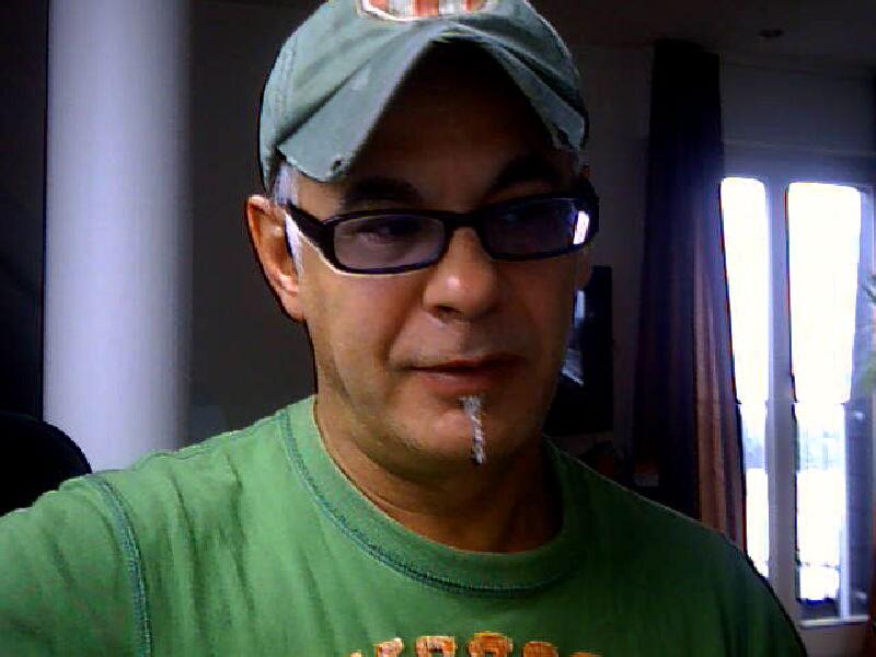 Ich bin ein 52 jähriger Werbekaufmann aus Köln. Se