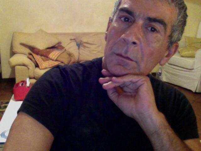 mi chiamo fabio perazzoni ho 48 anni e sono sposat